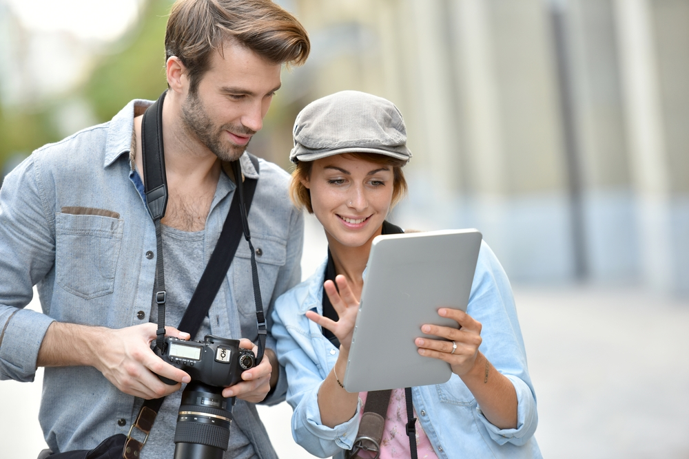Can you use a photo commercially if you credit the photographer?